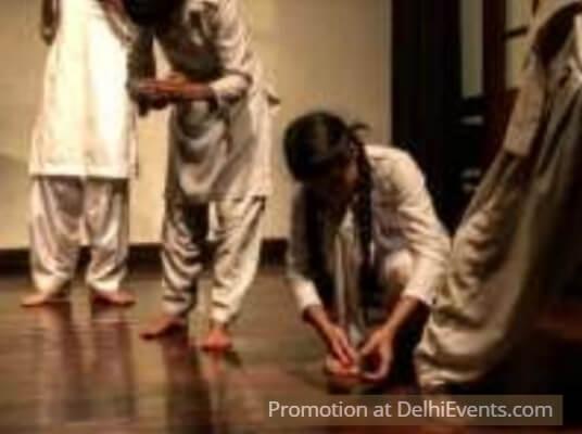 Bhagi Hui Ladkiyan Hindustani Play Aagaaz Theatre Trust Still