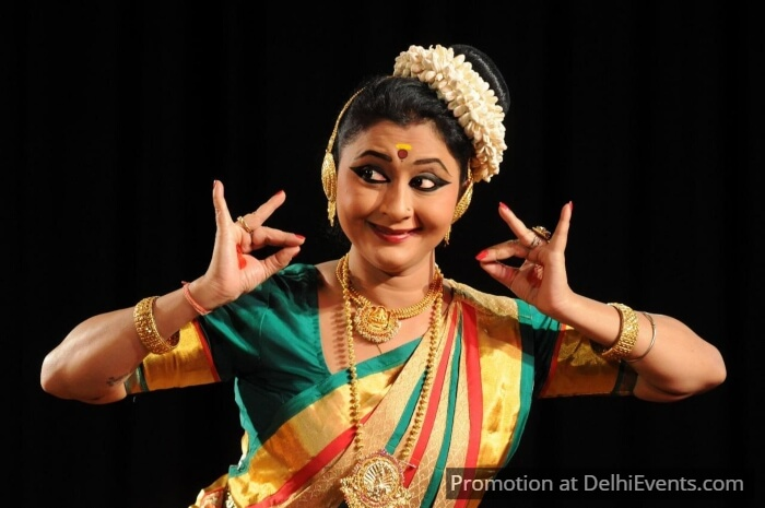 Mohiniyattam Dancer